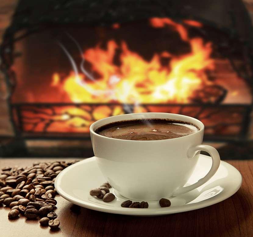 Káva a zapálený krb vás prodchnou atmosférou útulnosti