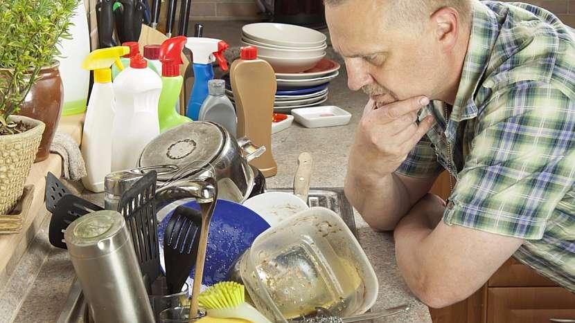 V prostojích během vaření průběžně umývejte nádobí