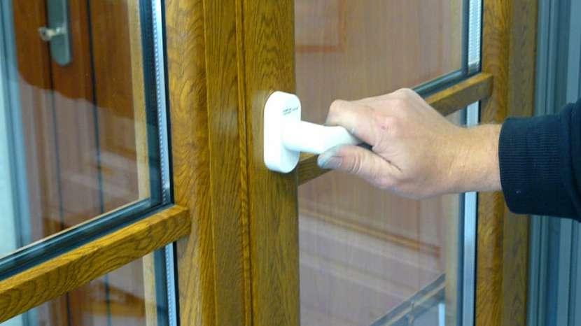 Výměna okenní kličky: zkouška polohy otevřeno