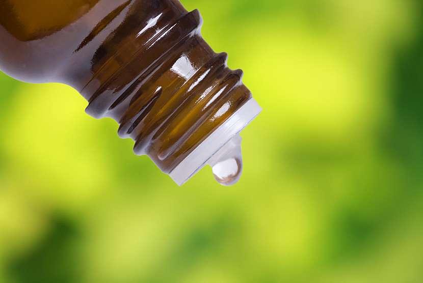 Lahvička s esenciálním olejem