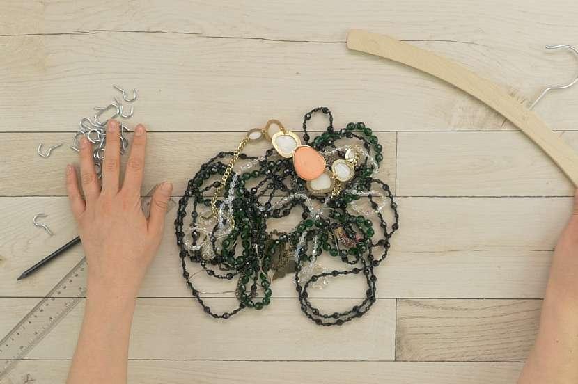 Jak vyrobit šikovný věšák na šperky: Ramínko trochu jinak 1