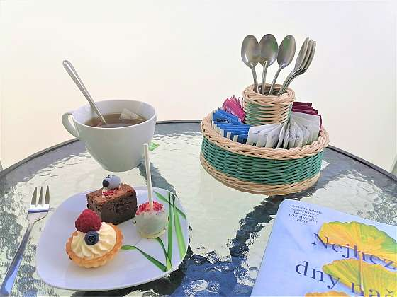 Upleťte si prima stojan na lžičky a čaj z pedigu (Zdroj: Silva Pokorná)