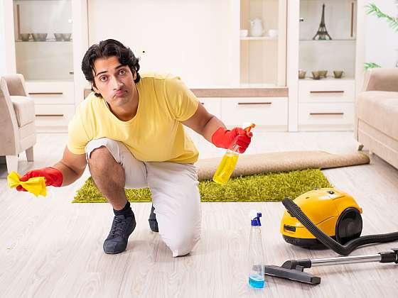 Jak čistit vinylovou podlahu? Když víte, jak na to, zvládnete to hravě i před odchodem na večírek (Zdroj: Depositphotos (https://cz.depositphotos.com))