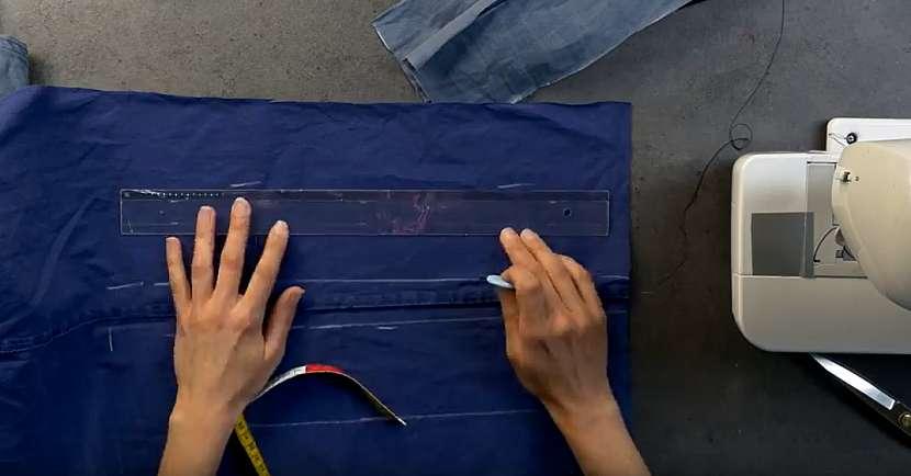 Povlak na dekorační polštářek: nastříhejte pruhy