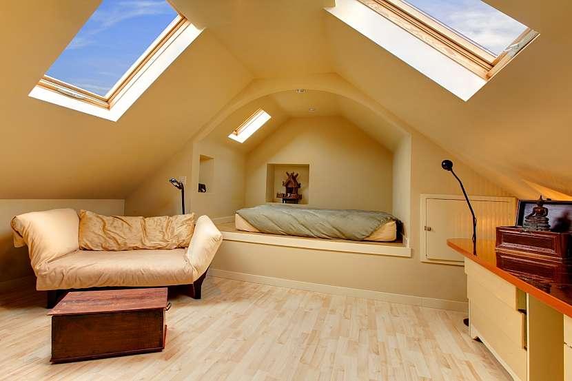 Podkrovní pokoj s atypickým nábytkem-1