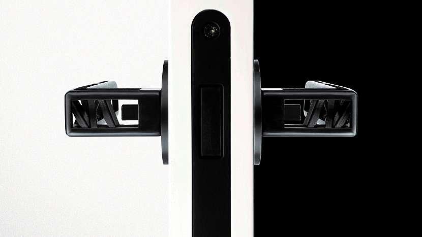 Ticho léčí: magnetický zámek umožňuje s dveřmi manipulovat tiše, bezpečně a pohodlně
