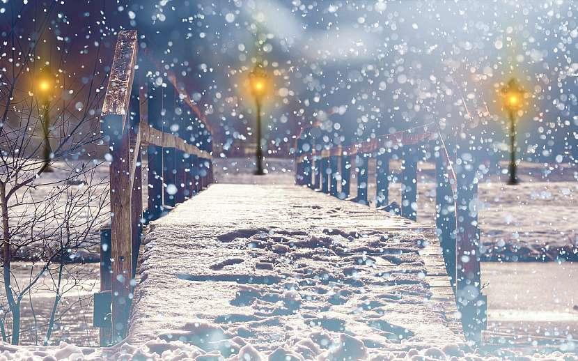 Průměrná sněhová vločka je velká 5 mm a váží 0,0004 gramu