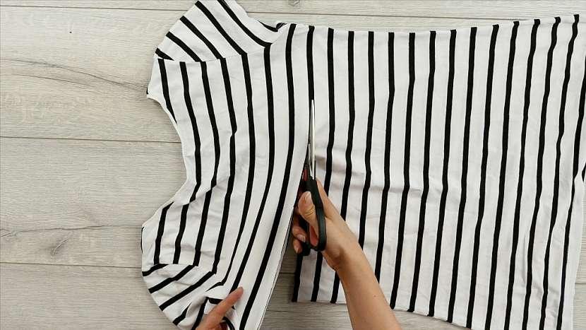 Jak využít staré tričko na výrobu nové šálky: Recyklace je v módě! 1