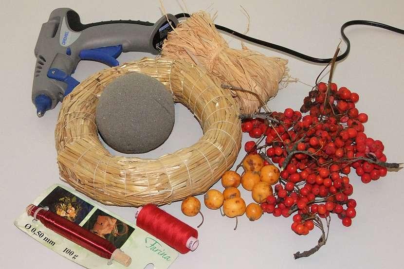 Věneček a koule z jeřabin 1