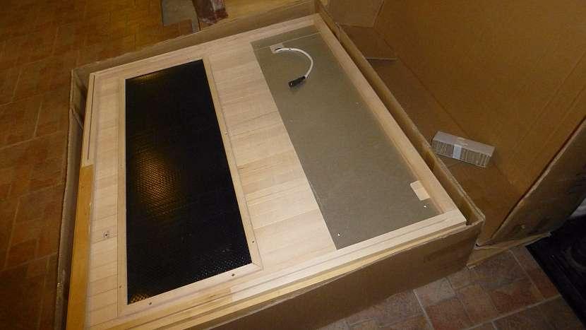 Tělo sauny je rozložené do tří plochých beden