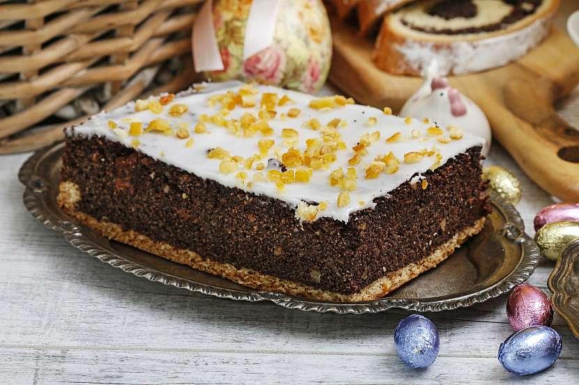 Makový koláč s polevou z bílé čokolády