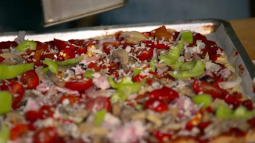 Obložená pizza
