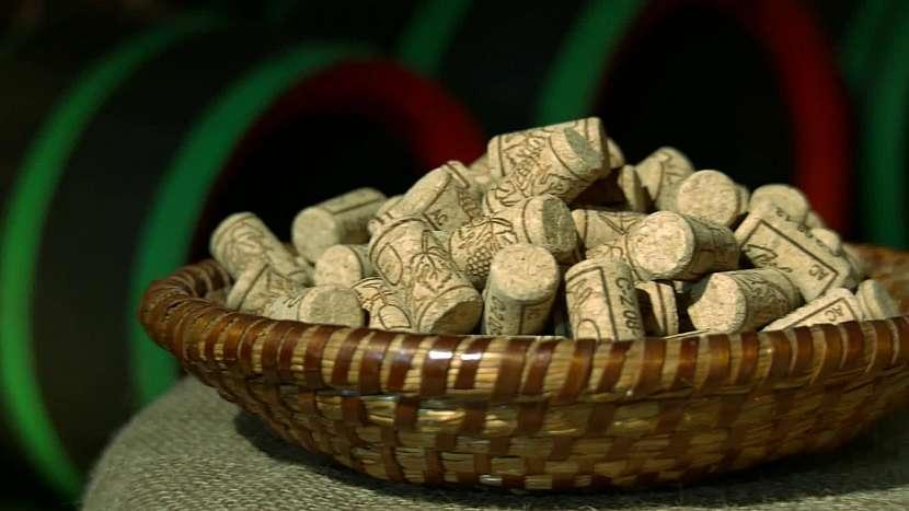 Korkové špunty od vína