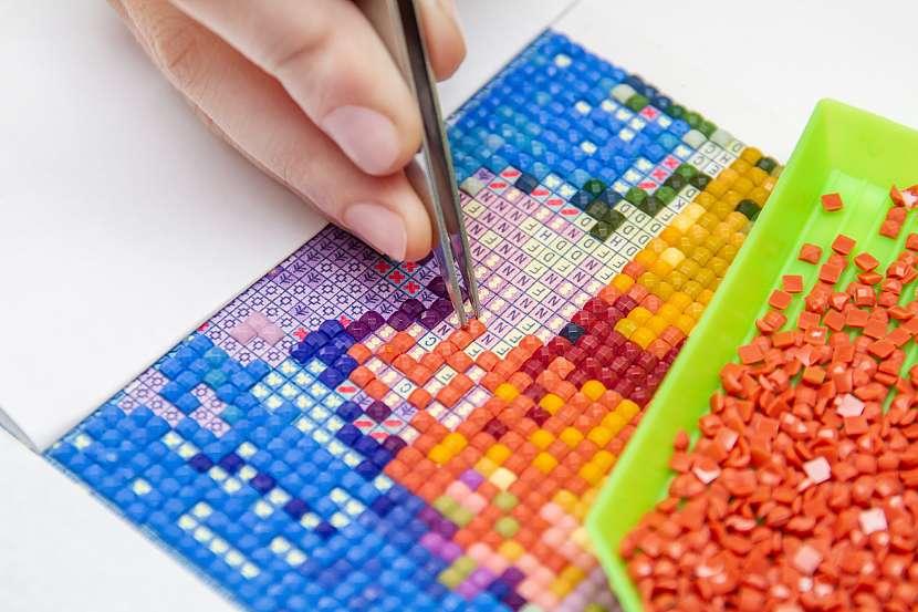 Tvorba obrázku z barevných kamínků