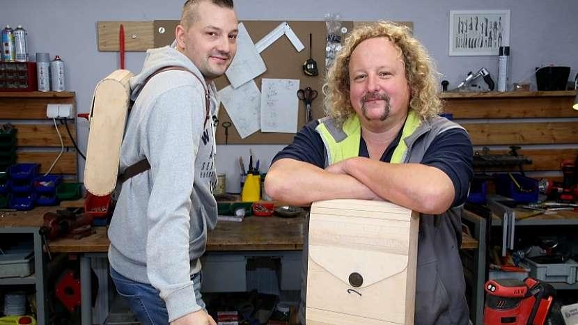 Jak se dělá dřevěný batoh aneb originál každým coulem