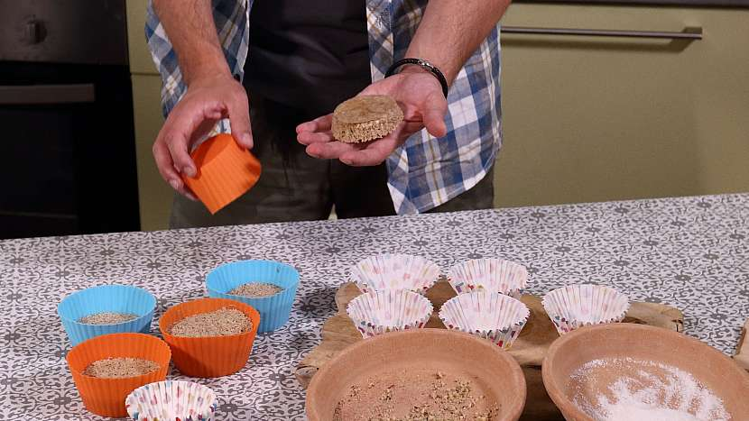 Recept na mini medovníky: upečené medovníčky ozdobíme