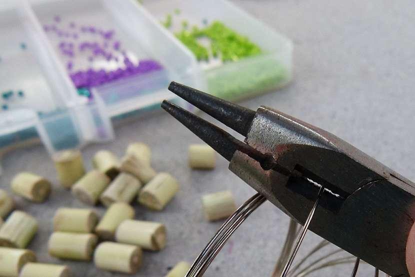 Náramek s korálky z proutků aneb vyrobte si materiál sami 3
