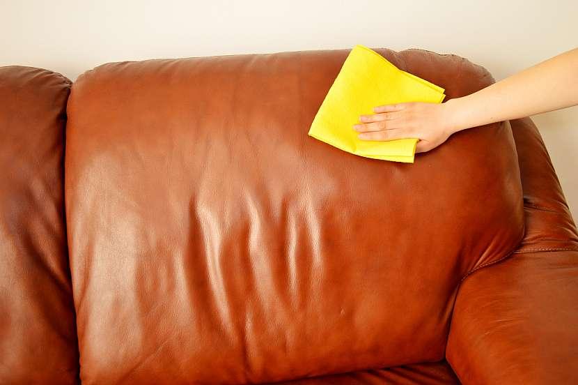 Čištění kožené sedačky