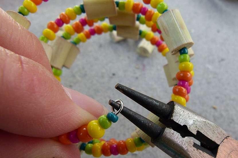 Náramek s korálky z proutků aneb vyrobte si materiál sami 7