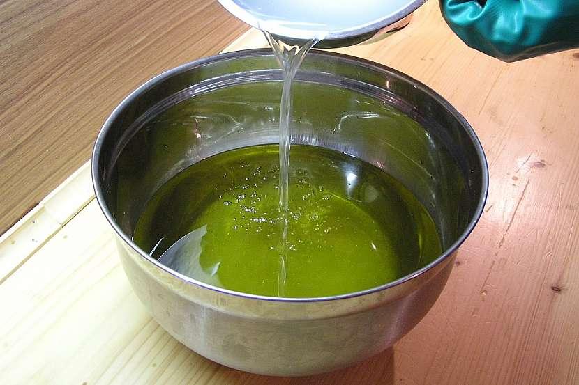 Kopřivový šampon: Postup výroby mýdla nebo šamponu 6