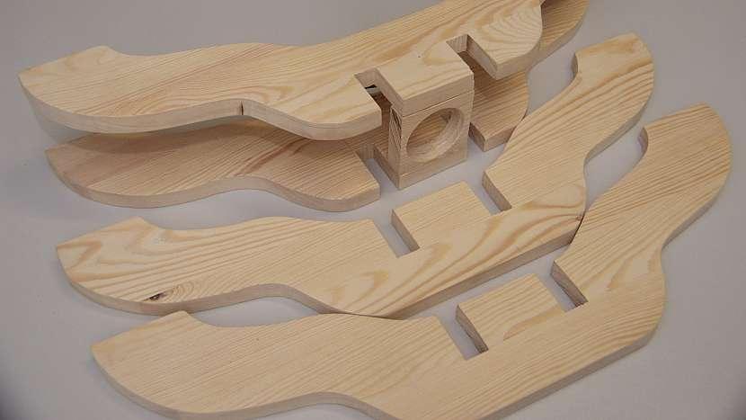 DIY stojan na stromek: nakonec stojan povrchově upravíme