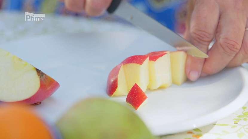 Jablko nakrájené na kostičky