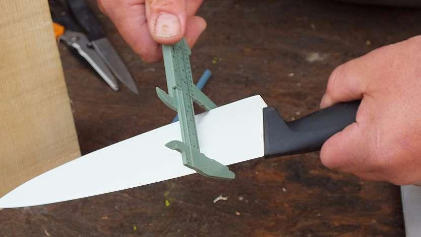 Jednoduchý stojánek na nože 1