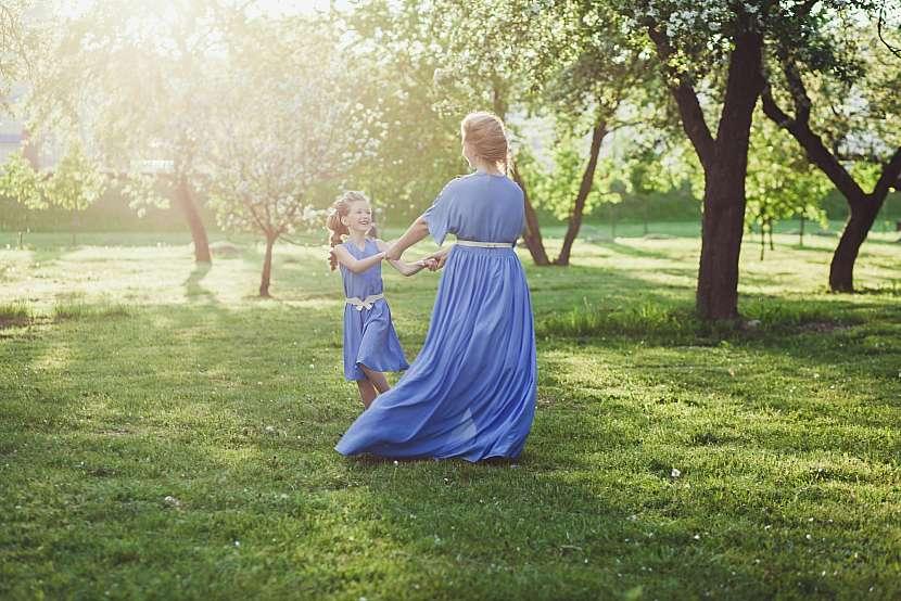 Matka s dcerou se točí