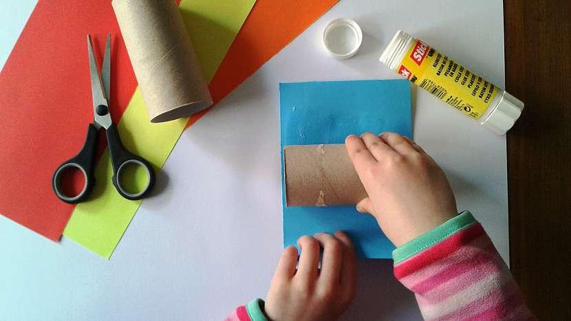 Dětské kuželky: roličky polepte papírem