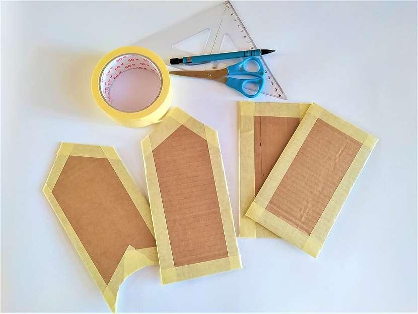 4 díly lepenky olepené papírovou lepenkou