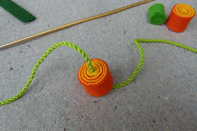 Rozkvetlý náhrdelník: navlékněte korále