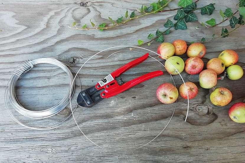 Podzimní věnec z malých jablíček: Materiál a pomůcky na věnec
