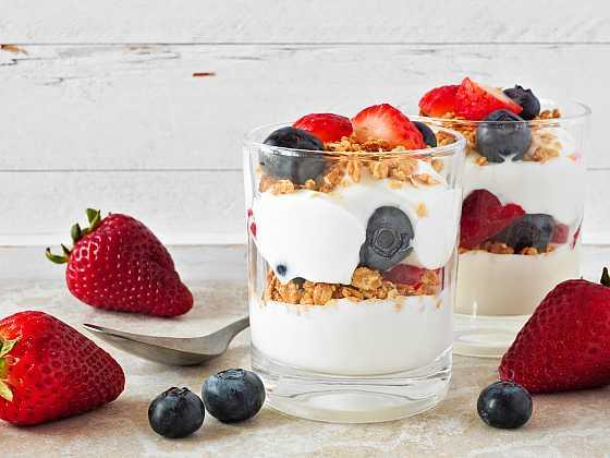 Pokud chcete zdravě snídat, je jogurt skvělou volbou (Zdroj: Depositphotos)
