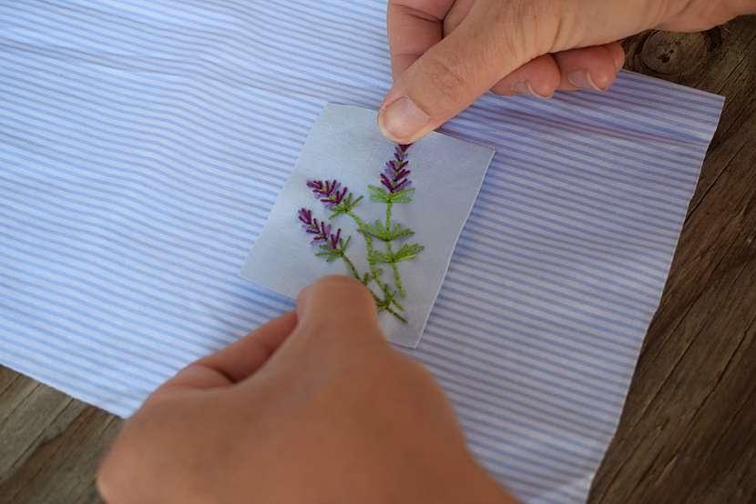 Vonný sáček s levandulí: umístěte nášivku