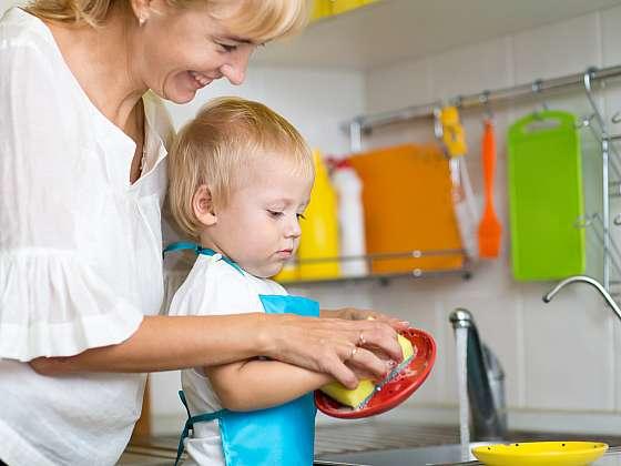 Houbičky na mytí, utěrky i mopy je třeba udržovat v čistotě (Zdroj: Depositphotos)