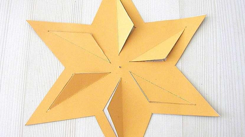 Větrníky: na prolamovaný vystřihneme pravidelnou hvězdu