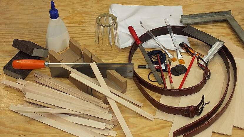 Co na výrobu dřevěného batohu potřebujeme