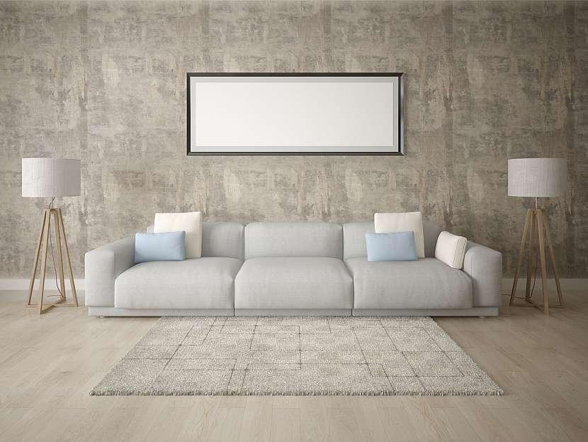 Obývací pokoj s dlažbou imitující dřevo