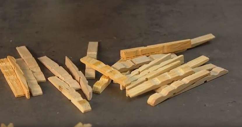 Podložka pod hrnec z dřevěných kolíčků: rozeberte kolíčky