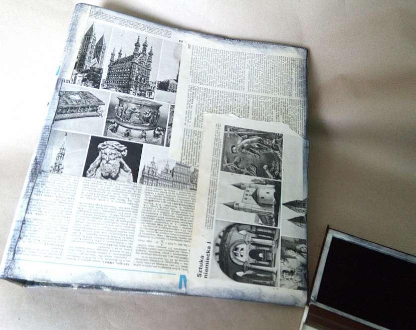 Desky obalené novinami