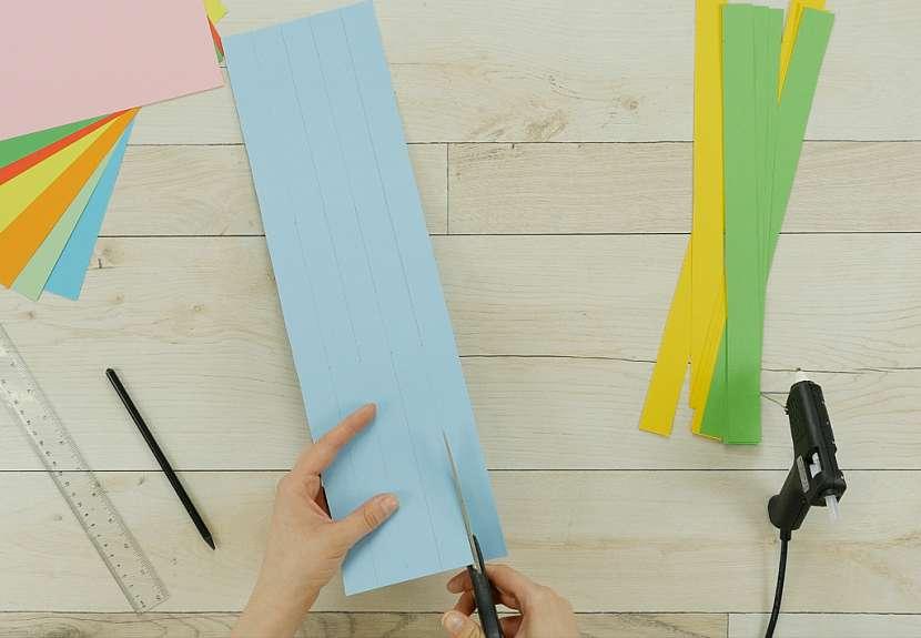 Jak vyrobit proplétaný papírový košíček 1