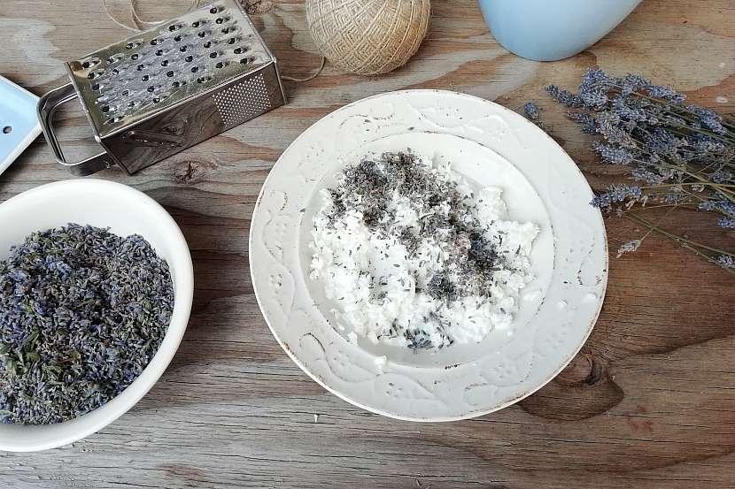 Mýdlová koule s levandulí: přidejte levanduli