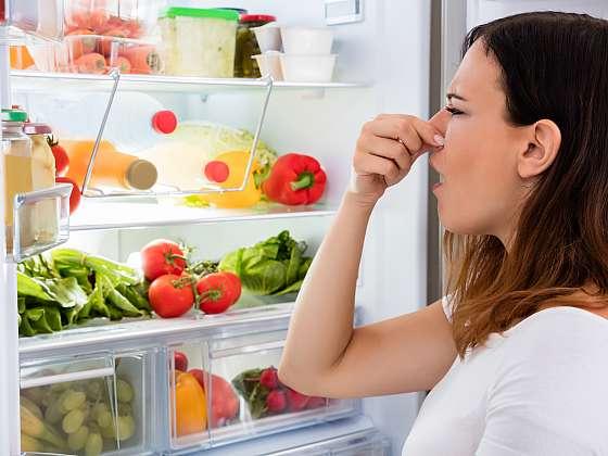 Zápach linoucí se z chladničky může signalizovat i zdroj vážného ohrožení zdraví (Zdroj: Depositphotos (https://cz.depositphotos.com))
