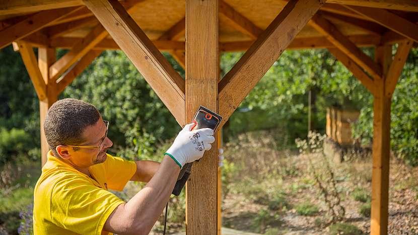 Jak vrátit pel dřevěnému altánu, pergole či zahradnímu domku 2