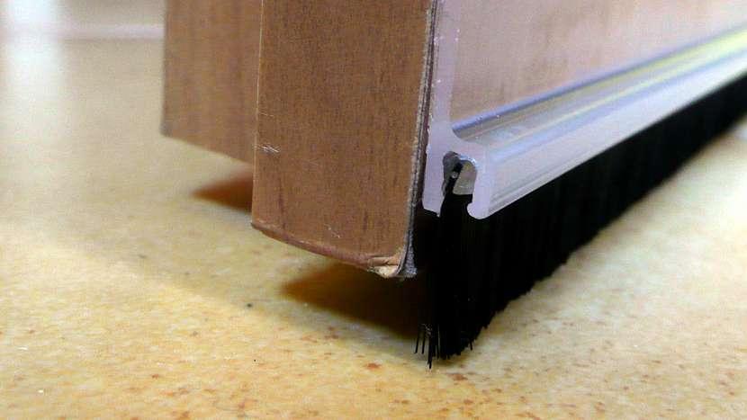 Problém s průvanem: kartáček dokáže vyplnit mezery až do 15 mm
