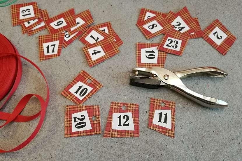 Adventní kalendář pro tatínka: kartičky proděrujte