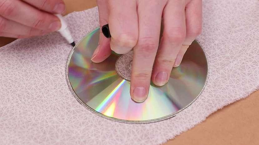 Kolečka obkreslíme třeba podle starého CD
