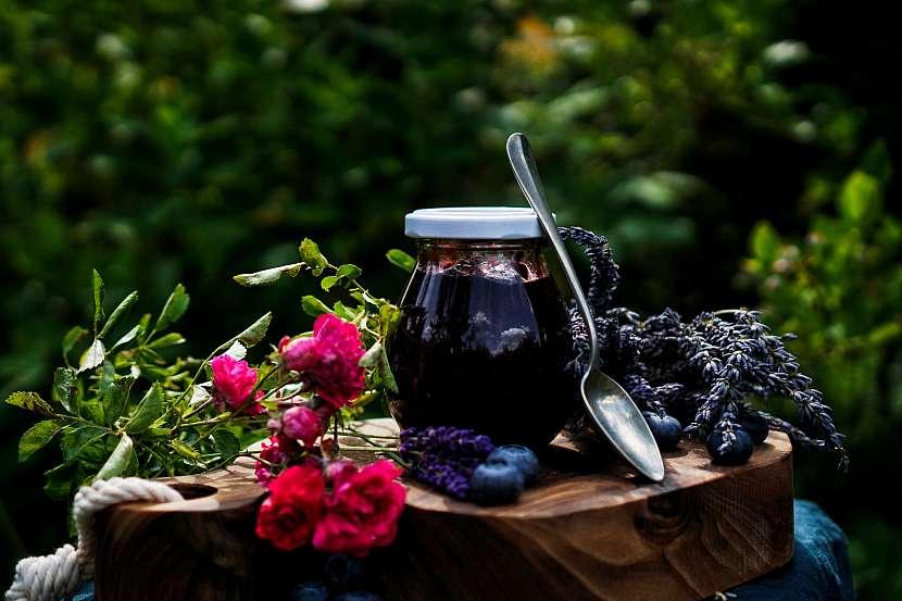 Borůvkový džem s levandulí