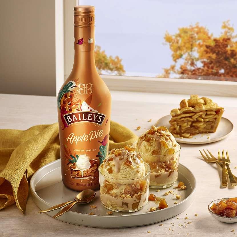 Značka Baileys rozšířila své portfolio lahodných smetanových likérů o žhavou podzimní novinku – Baileys Apple Pie