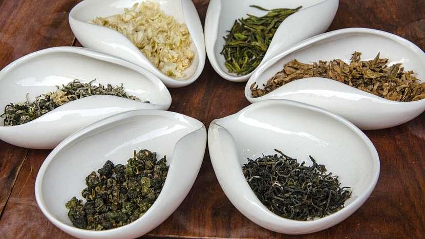 Příprava čaje: na čtvrt litru vody by měly přijít 2–3 gramy suchého čaje, což ale u různých čajů představuje různý objem